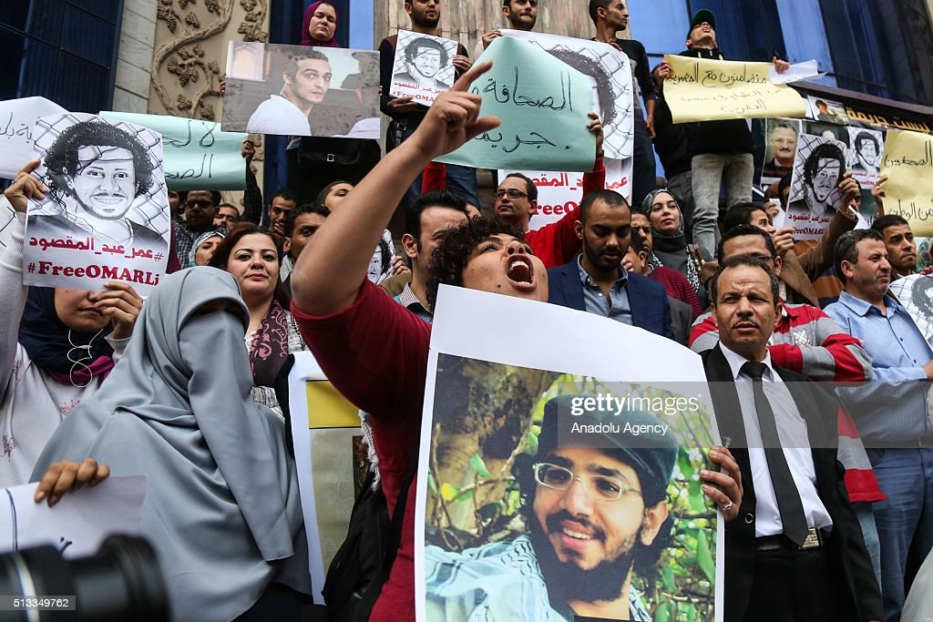 Protest demanding the release of imprisoned journalists in Cairo : News Photo