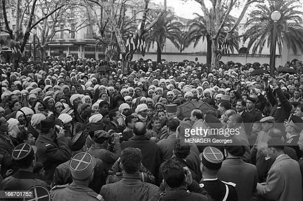 Journey Of De Gaulle In Algeria Algérie 10 décembre 1960 A Tlemcen lors de son voyage le général DE GAULLE coiffé d'un képi affronte la foule malgré...