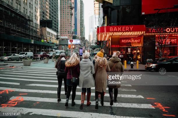 reise durch new york city - times square manhattan stock-fotos und bilder