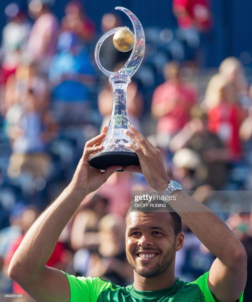 Jo-Wilfried Tsonga holds the Rogers Cup after defeating Roger Federer of Switzerland 7-5, 7-6 in the final of the Rogers Cup at Rexall Centre in Toronto, Ontario, August 10, 2014. AFP PHOTO / Geoff Robins /