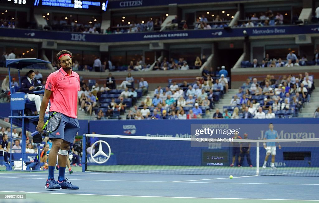 TOPSHOT - Jo-Wilfried Tsonga of France gestures before retiring due to injury against Novak Djokovic of Serbia in their 2016 US Open Men's Singles match at the USTA Billie Jean King National Tennis Center in New York on September 6, 2016. Defending champion Novak Djokovic reached his 10th successive US Open semi-final when Jo-Wilfried Tsonga retired from their quarter-final with a left knee injury while trailing 6-3, 6-2. / AFP / KENA