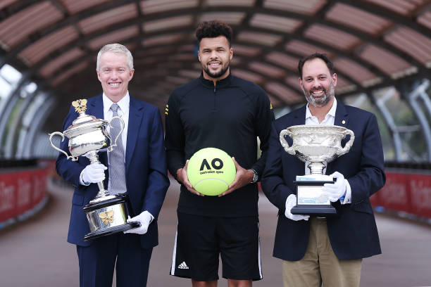 OPEN D'AUSTRALIE HOMMES 2018: photos et vidéo - Page 2 Jowilfried-tsonga-of-france-poses-with-acting-sports-minister-philip-picture-id901972424?k=6&m=901972424&s=612x612&w=0&h=1hre_TmyFCujG0ZiL-hbEDklGv3YP-WaIW7tt_tR7fw=