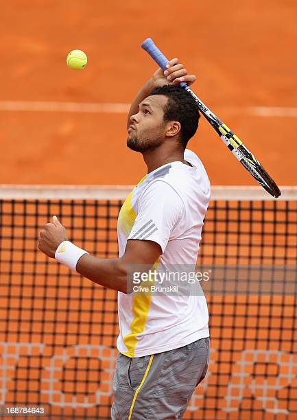 JoWilfried Tsonga of France shows his emotion during his straight sets defeat against Jerzy Janowicz of Poland in their second round match during day...