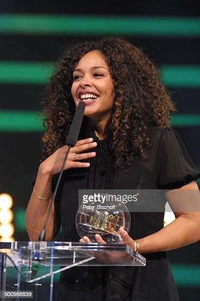 'Eins Live Krone' Arena Oberhausen Oberhausen Radiosender 'Eins Live' Ehrung Preis Sängerin Soul Pult Rednerpult Mikro Mikrofon Promi PNr 1444/04 AB...