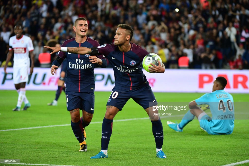 Joy for Neymar JR of PSG afte rhe equalises during the Ligue 1 match between Paris Saint Germain and Toulouse at Parc des Princes on August 20, 2017 in Paris, .