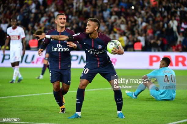 Joy for Neymar JR of PSG afte rhe equalises during the Ligue 1 match between Paris Saint Germain and Toulouse at Parc des Princes on August 20 2017...