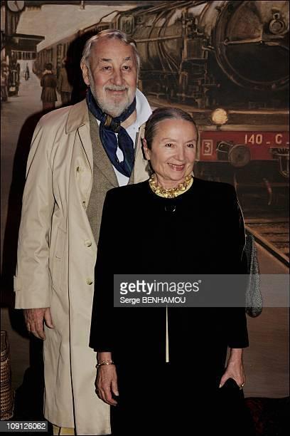 Jp Jeunet'S New Film Un Long Dimanche De Fiancailles Premiered In Paris On October 19 2004 In Paris France Philippe Noiret And His Wife Monique...