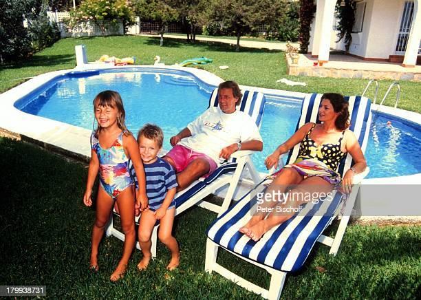 Jörg Wontorra Ehefrau Arianne KinderLaura Marcel Marbella/Spanien UrlaubFerienvilla SwimmingPool Familie