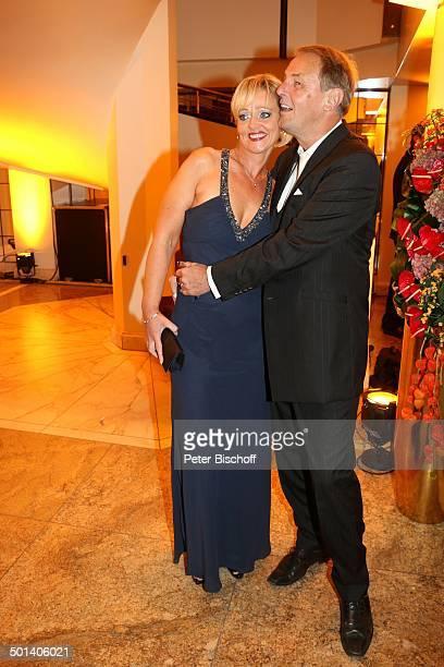 "Jörg Wontorra , Ehefrau Heike, Gala 32. ""Deutscher Sportpresseball"", Alte Oper, Frankfurt, Hessen, Deutschland, Europa, umarmen, verliebt Promi, BB,..."