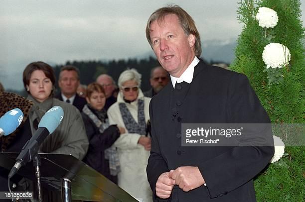 Jürgen Fliege Beerdigung von Prof Dr Julius Hackethal Deutschland Europa Gewand Rede Pfarrer Talkshowmoderator AD DH LR