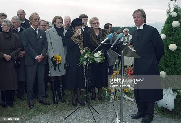Jürgen Fliege Witwe Waltraut Hackethal Schwester Erika AssmanSchmitt Nicole Beerdigung von Prof Dr Julius Hackethal Deutschland Europa Rede Gewand...