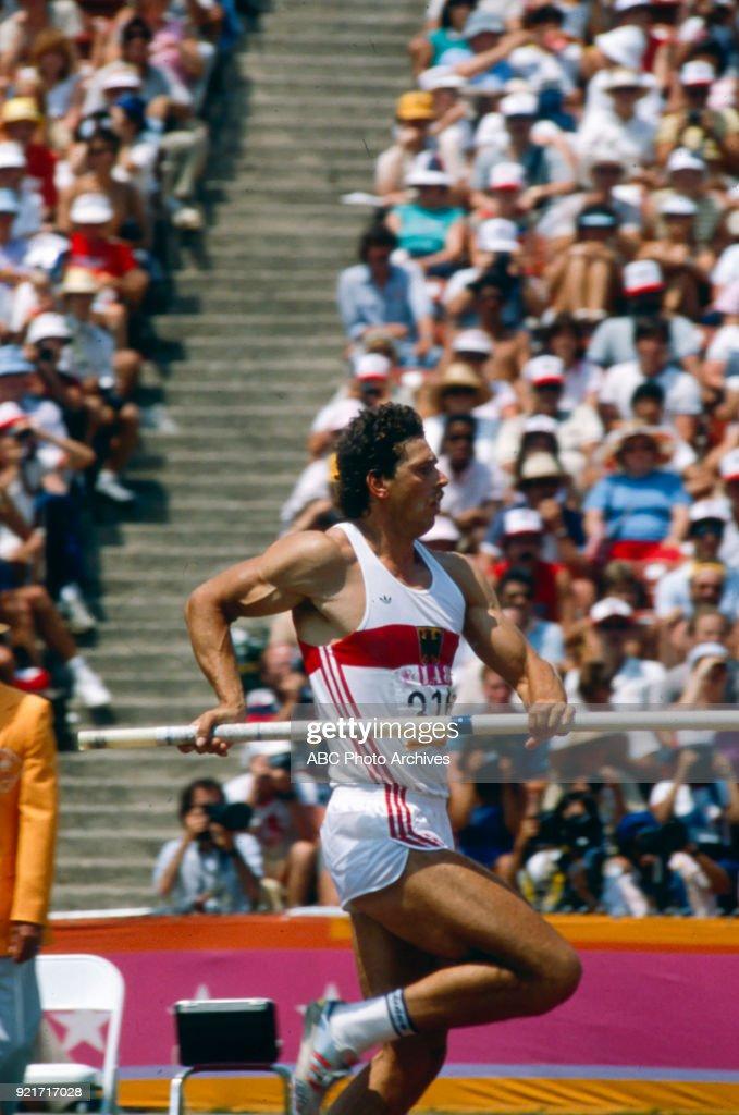 Men's Decathlon Pole Vault Competition At The 1984 Summer Olympics : Foto di attualità