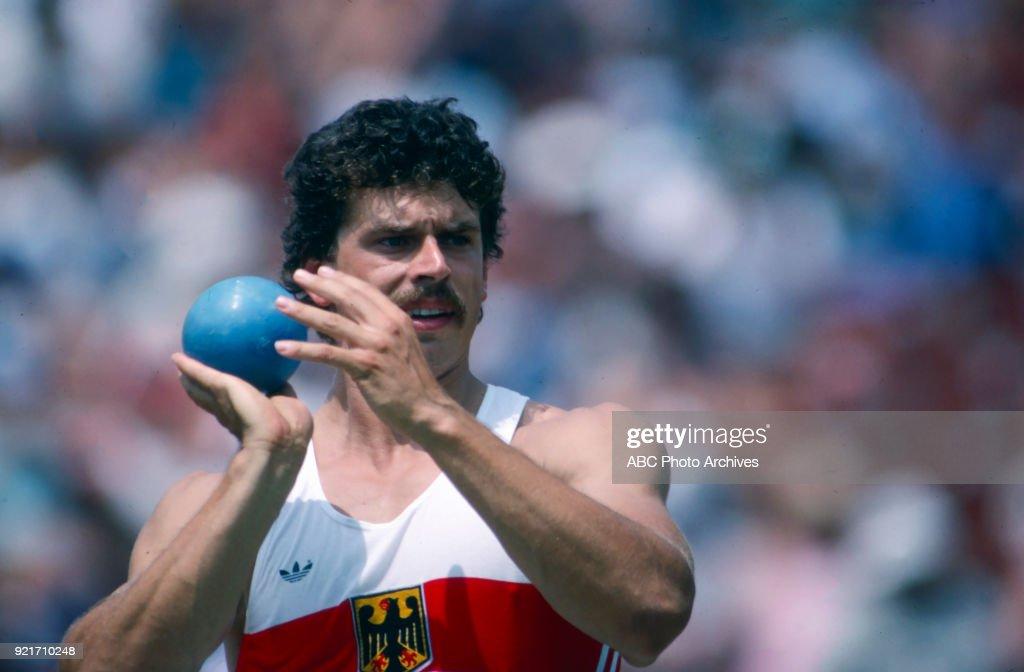 Men's Decathlon Shot Put Competition At The 1984 Summer Olympics : Foto di attualità