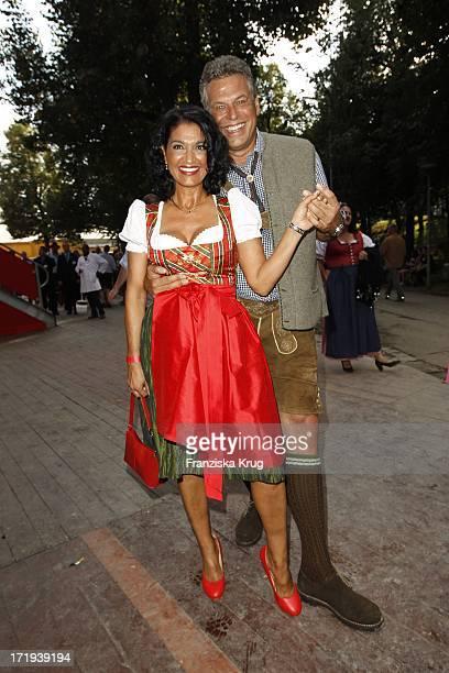 Jürgen Hingsen Und Ehefrau Francesca Auf Dem Weg Zum Hippodrom Auf Dem Oktoberfest In München