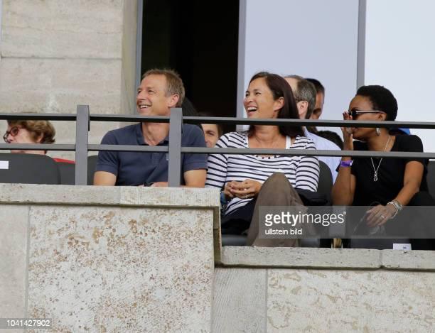Jürgen Klinsmann und Ehefrau Debbie Deutschland Berlin Olympiastadion 1 Bundesliga 2017/18 Jubiläumsspiel anlässlich des 125jährigen Klubbestehens...