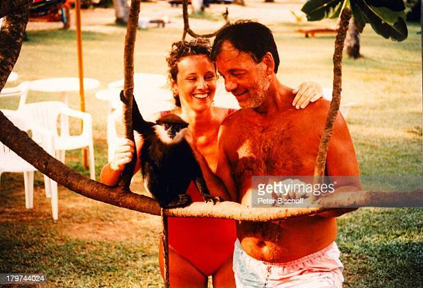 Jürgen Pooch mit Ehefrau Christel Basilon Affe Urlaub Sri Lanka/Asien/Indischer Ozean Tier
