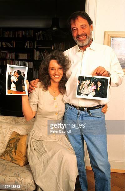 Jürgen Pooch mit Ehefrau Christel Basilonund alten Hochzeitsbildern HomestoryHamburg