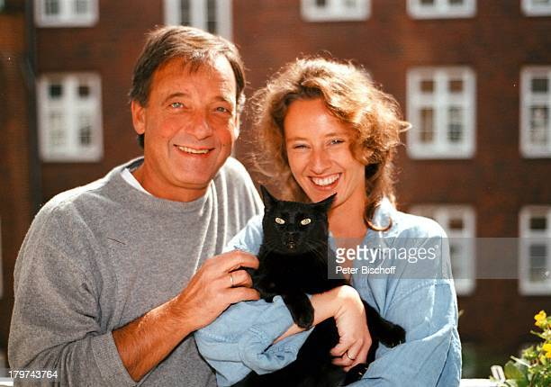 Jürgen Pooch mit Ehefrau Christel Basilonund Katze Scarlett Homestory HamburgTier