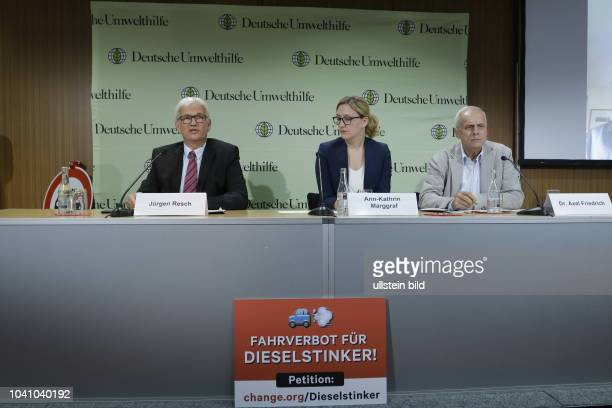Jürgen Resch Geschäftsführer der Deutsche Umwelthilfe AnnKathrin Marggraf Verkehrsexperte Dr Axel Friedrich Deutschland Berlin Pressekonferenz...