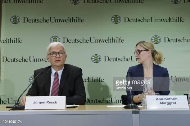 Jürgen Resch Geschäftsführer der Deutsche Umwelthilfe AnnKathrin Marggraf Deutschland Berlin Pressekonferenz Deutsche Umwelthilfe e V Thema 'Saubere...