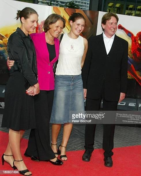 Jürgen Schau Christina Rau Tochter AnnaChristina Tochter LauraHelene DeutschlandPremiere vom USKinoFilm 'Spiderman' CineStar im Sony Center Potsdamer...