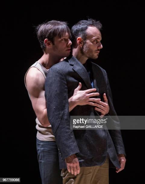 Jérémy Lopez et Christophe Montenez de la troupe de la ComédieFrançaise interprètent la pièce 'Haute Surveillance' de Jean Genet mise en scène de...