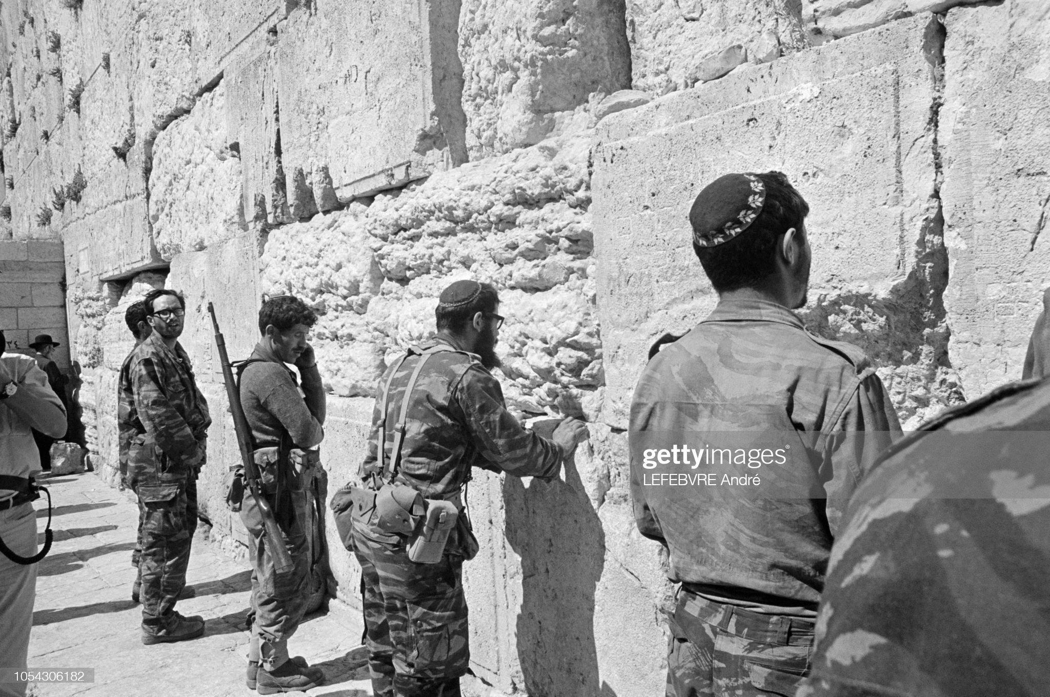 Mauser 98K Israël 7.62Nato Jrusalem-jordanie-9-juin-1967-guerre-des-six-jours-les-troupes-en-picture-id1054306182?s=2048x2048