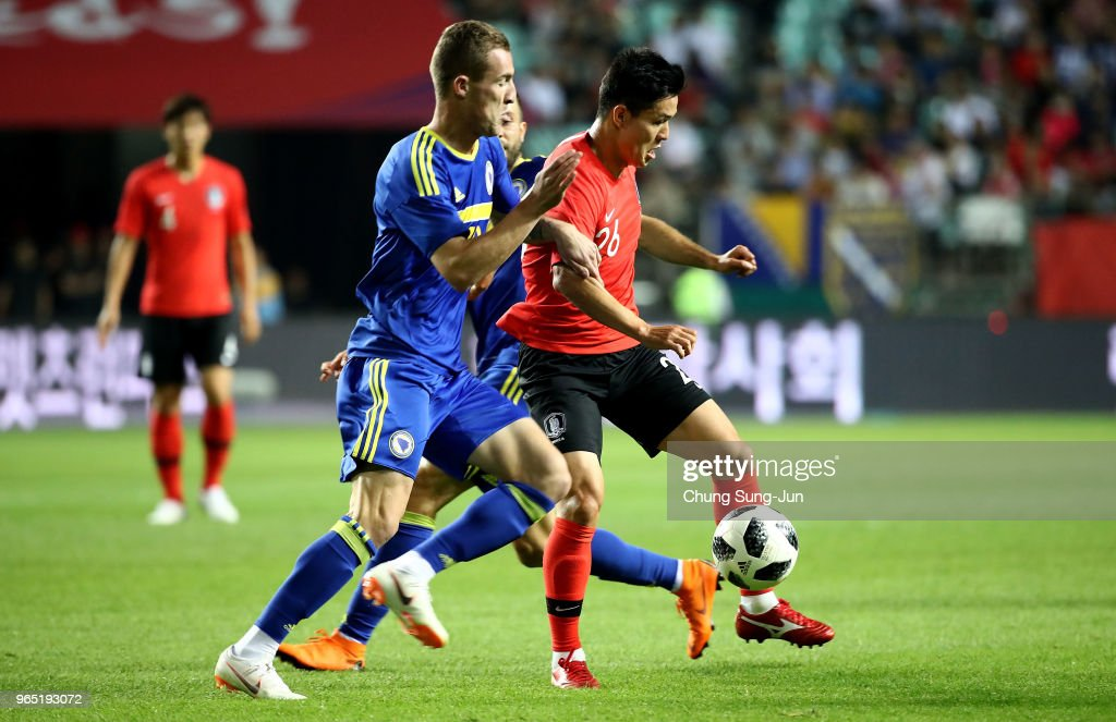Ju Se-Jong of South Korea competes for the ball with Stjepan Loncar of Bosnia & Herzegovina during the international friendly match between South Korea and Bosnia & Herzegovina at Jeonju World Cup Stadium on June 1, 2018 in Jeonju, South Korea.