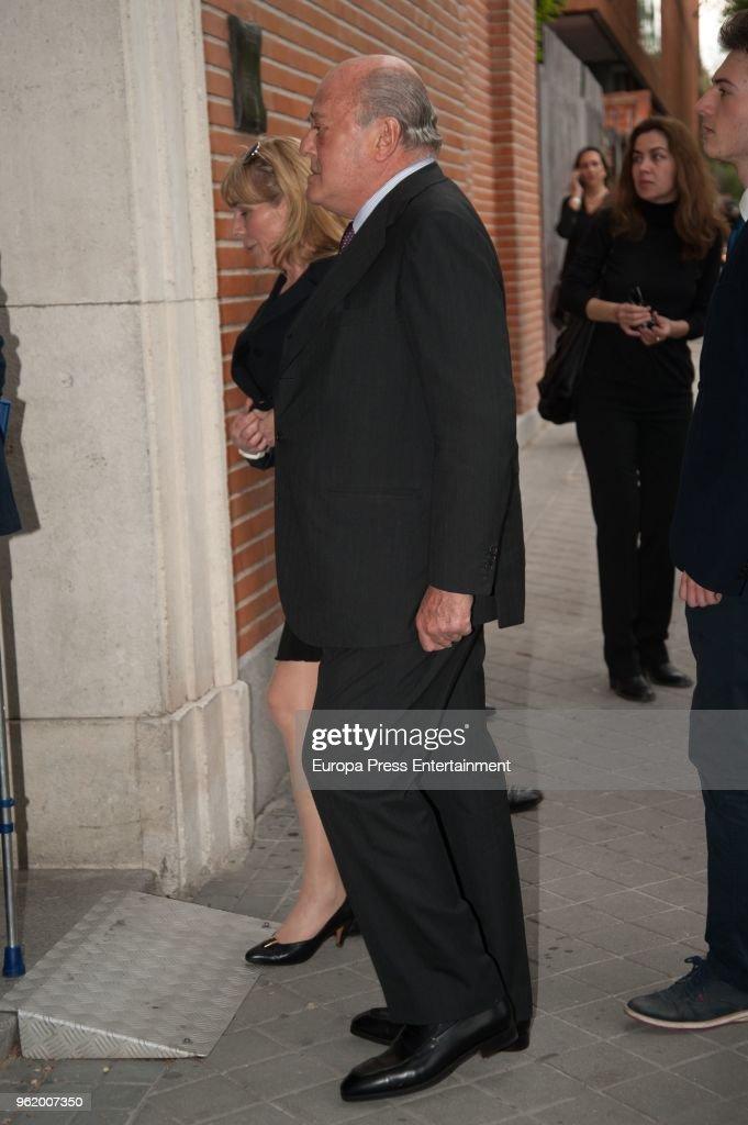 King Felipe of Spain Attends Funeral For Alfonso Moreno De Borbon : Fotografía de noticias
