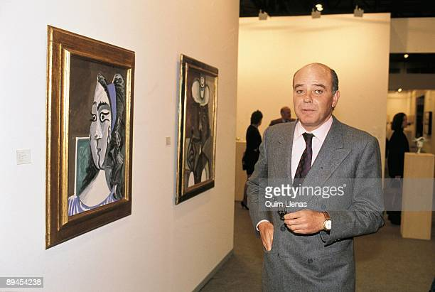 Juan Abello in the art fair Arco Beside two paintings of Picasso