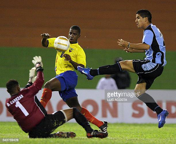 Juan Albin de la seleccion de Uruguay anota el primer gol ante Ecuador durante el partido por el Campeonato Sudamericano Sub20 que se disputa en la...