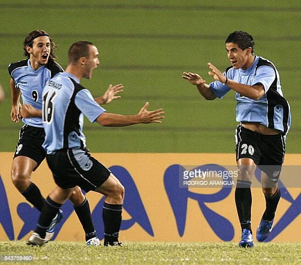 Juan Albin de la seleccion de Uruguay celebra con Danilo Peinado su gol ante Ecuador durante el partido por el Campeonato Sudamericano Sub20 que se...
