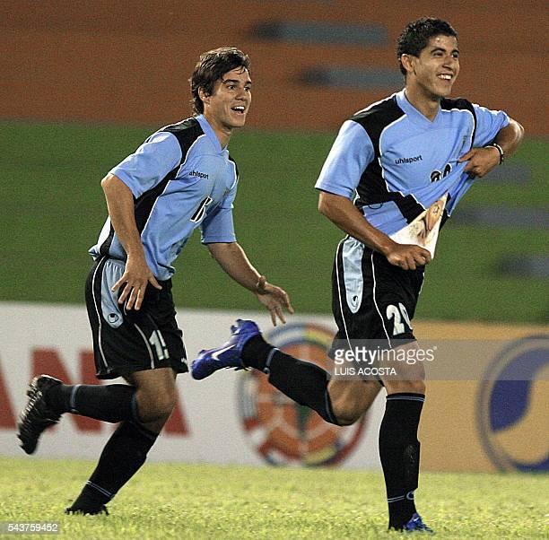 Juan Albin y Leandro Ezguerra De Leon de la seleccion de Uruguay celebran su ante Ecuador durante el partido por el Campeonato Sudamericano Sub 20...