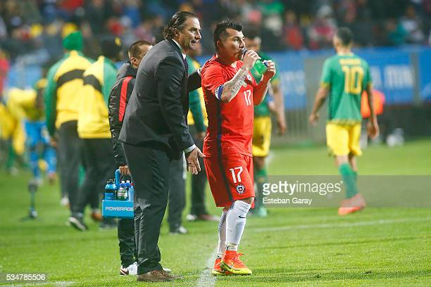 Juan Antonio Pizzi coach of Chile gives instructions to his players during an international friendly match between Chile and Jamaica at Sausalito...
