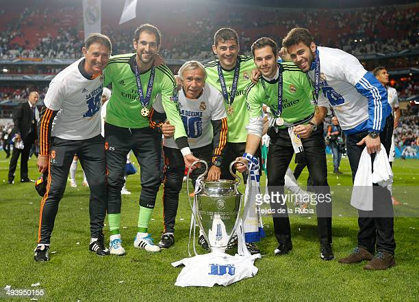 Juan Canales Diego Lopez Willian Vecchi Iker Casiilas Jesus Fernandez and Tomas Mejias during the Real Madrid celebration the day after winning the...