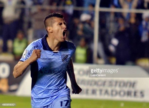 Juan Carlos Arce of Bolívar celebrates after scoring a goal during a second leg quarter final match between Bolívar and Lanús as part of Copa...
