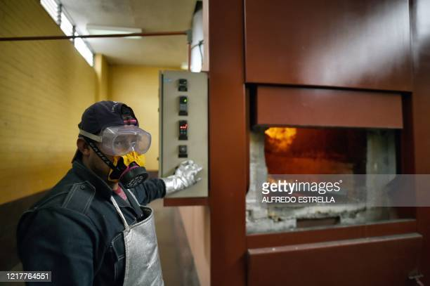 Juan Carlos Cruz, a worker of the crematorium at the Municipal Pantheon of Ciudad Nezahualcoyotl, in State of Mexico on June 3, 2020. - Ciudad...
