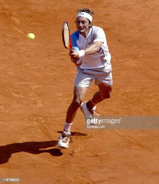 Juan Carlos Ferrero returns the ball Marat Safin defeated Juan Carlos Ferrero 76 75 16 76 in the third round of the 2005 French Open at Roland Garros...