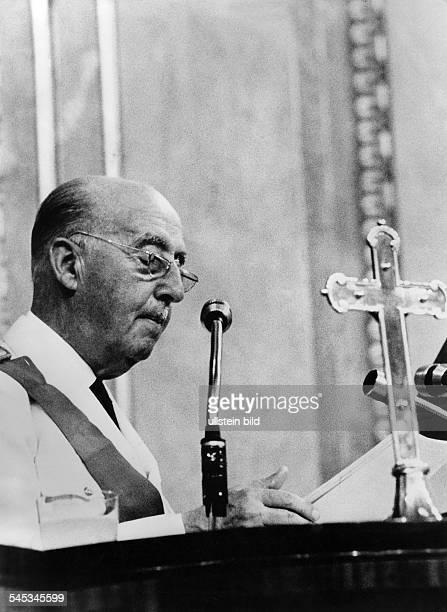 Juan Carlos I *König von Spanien 1975General Franco das spanischeOberhaupt verliest die Ernennungvon Juan Carlos zu seinem Nachfolger