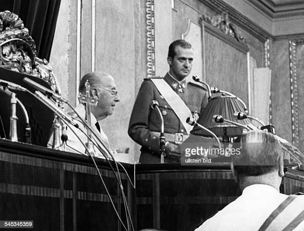 Juan Carlos I *König von Spanien 1975Juan Carlos spricht zumParlament nachdem er den Eid alsNachfolger General Francos abgelegthat