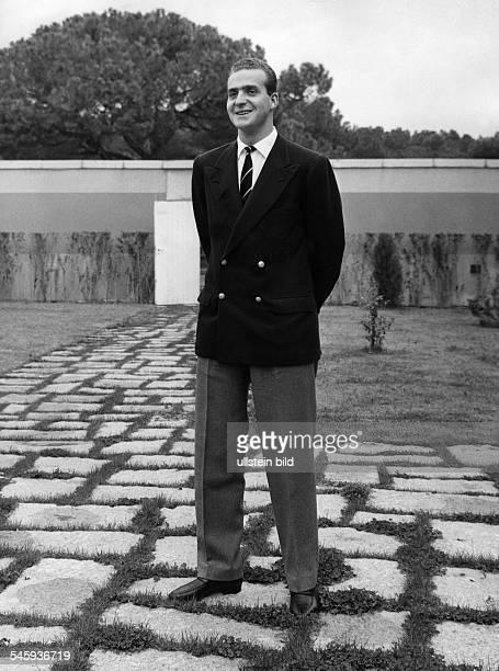 Juan Carlos I *König von Spanien 1975Prinz Juan Carlos im Garten des Palastes 1963