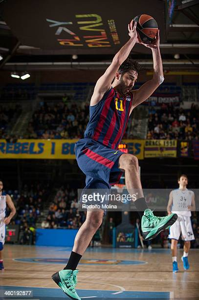 Juan Carlos Navarro #11 of FC Barcelona captures a rebound during the 20132014 Turkish Airlines Euroleague Top 16 Date 1 game between FC Barcelona...