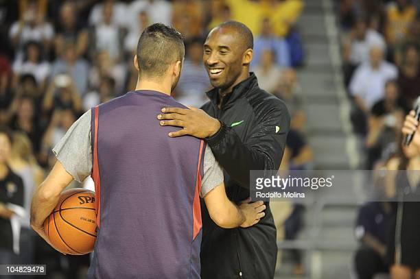 Juan Carlos Navarro #11 of Regal FC Barcelona greets to Kobe Bryant #24 of Los Angeles Lakers during the Practice at Palau Blaugrana on October 5...
