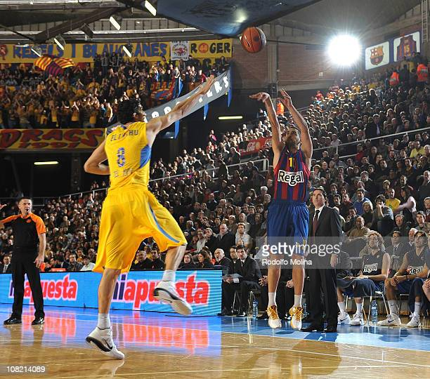 Juan Carlos Navarro #11 of Regal FC Barcelona in action during the 20102011 Turkish Airlines Euroleague Top 16 Date 1 game between Regal FC Barcelona...