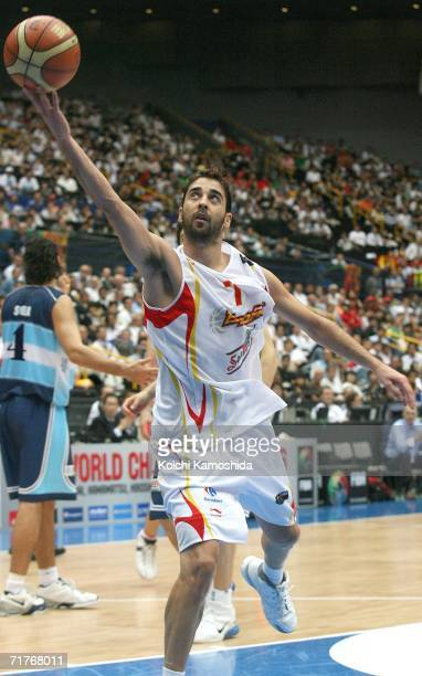 Juan Carlos Navarro of Spain shoots against Argentina during the FIBA World Championship 2006 Semi-Finals on September 1, 2006 in Saitama, Japan. The...