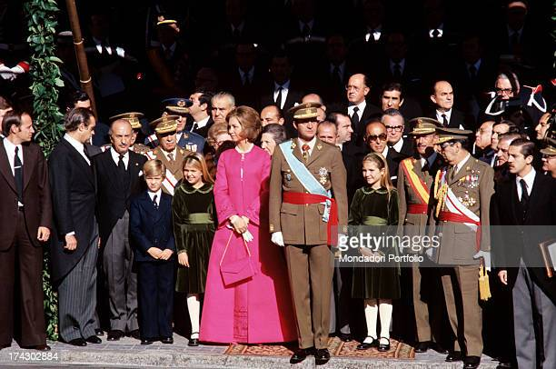 Juan Carlos of Bourbon has just sworn allegiance to the constitution in front of the Cortes and the Council of the Reign and is being applauded for...