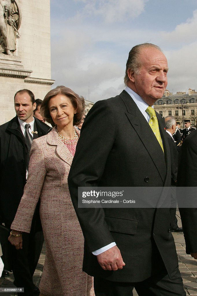 HRH Juan Carlos of Spain and HRH Sophia of Spain at the Tomb of the Unknown Soldier, under the Arc de Triomphe in Paris, during their state visit.