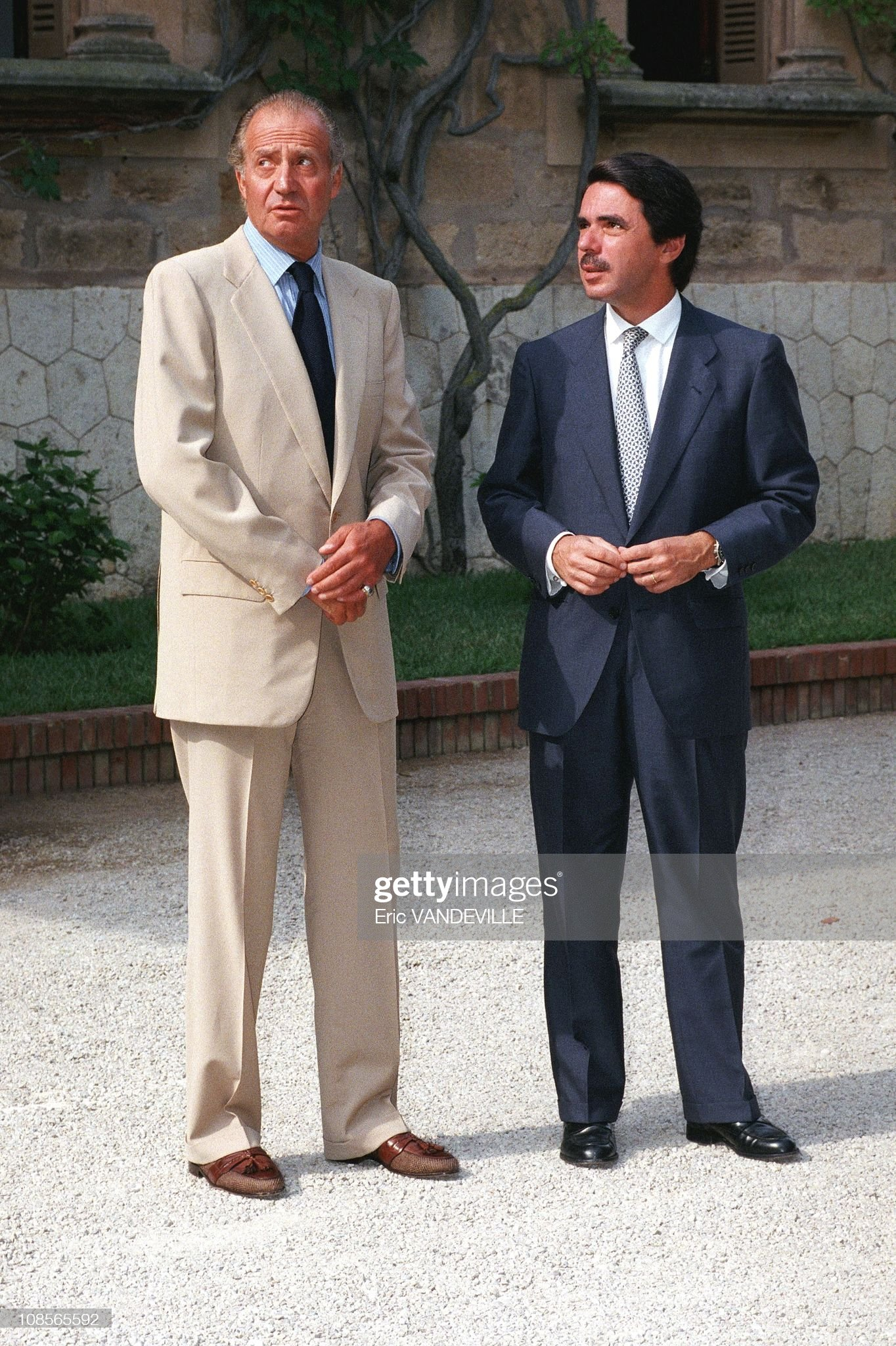 ¿Cuánto mide el Rey Juan Carlos I? - Altura - Real height Juan-carlos-of-spain-receives-aznar-jose-maria-in-madrid-spain-on-picture-id108565592?s=2048x2048