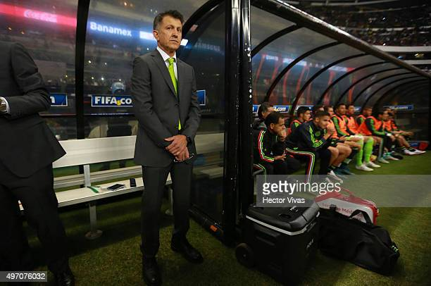 Juan Carlos Osorio coach of Mexico looks on during the match between Mexico and El Salvador as part of the 2018 FIFA World Cup Qualifiers at Azteca...