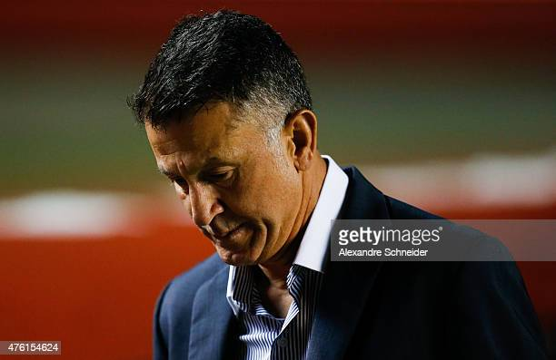 Juan Carlos Osorio coach of Sao Paulo in action during the match between Sao Paulo and Gremio for the Brazilian Series A 2015 at Morumbi stadium on...